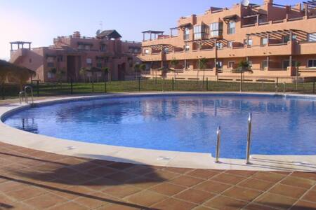 Modern apartment with pool in fantastic location! - Casares - Huoneisto