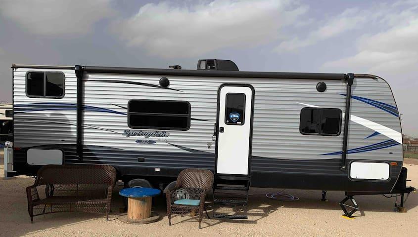 R/V AKA: The Happy Camper (No cleaning fee!)