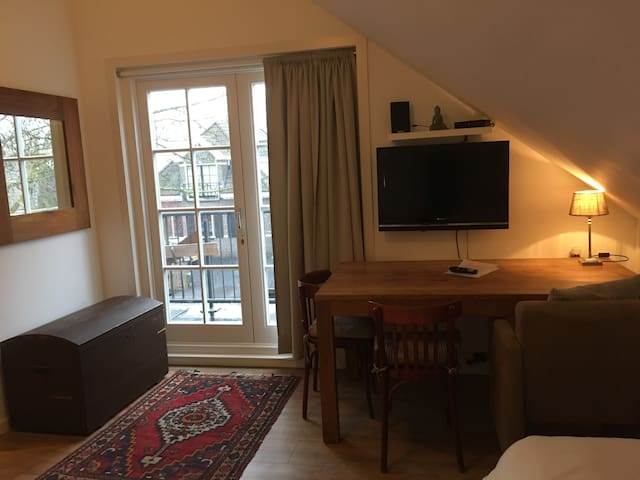 Cosy apartment for 2/3 people, 15 min to ams centr