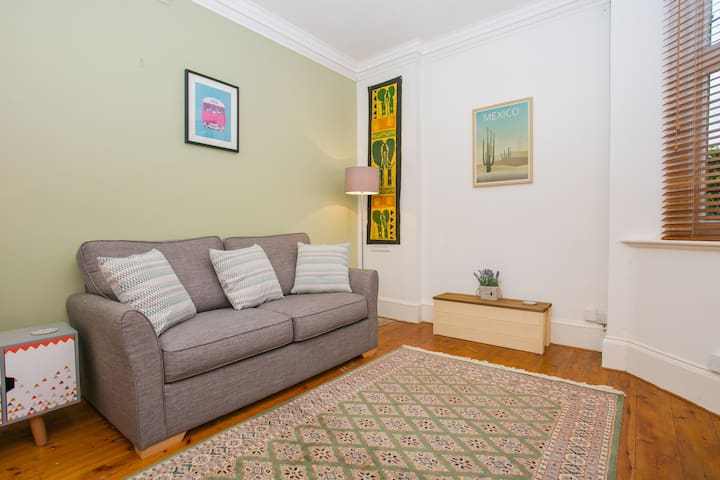 Bright, modern  1 bed Home near Central London