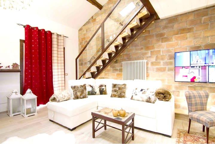 Spacious studio with balcony & Wifi