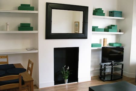 LONDON FLAT| COSY HOME | NR STATION | PARKING