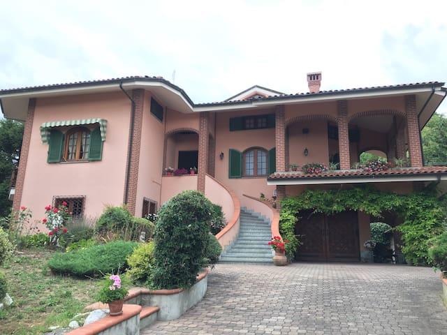Villa a pochi passi da Barolo - Novello - Villa