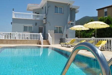 KB412 3 Bdrmd Lux Villa w/ Pool - Çatalköy