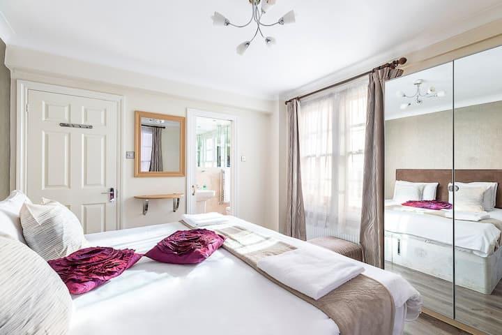 Gorgeous 4 bedrooms apartment near Hyde Park
