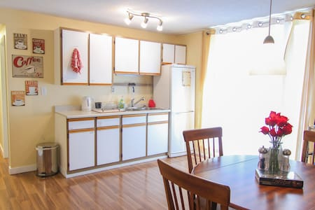 Charming 2 Bedroom Suite! - Penticton - Hus