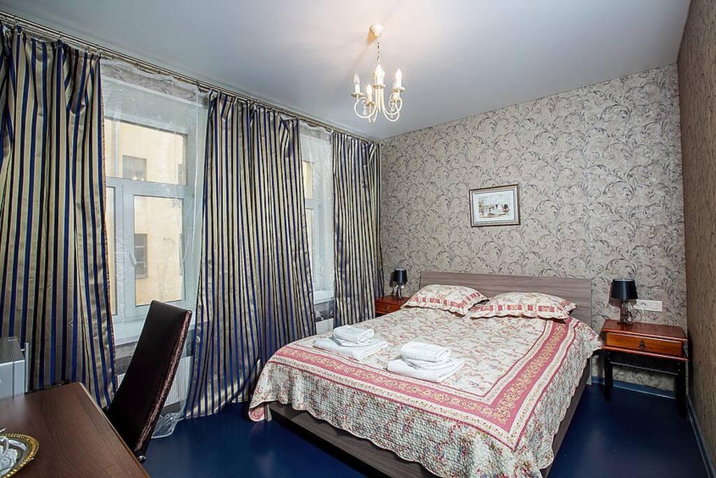 Удобная двух спальная кровать с ортопедическим матрасом