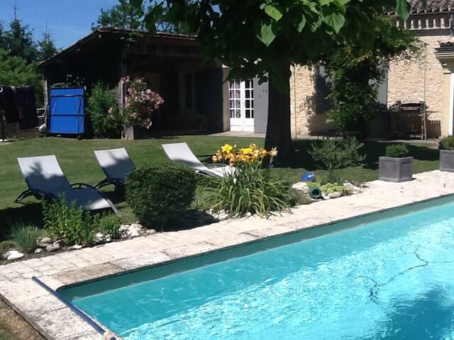Chambre privé proche bergerac avec piscine
