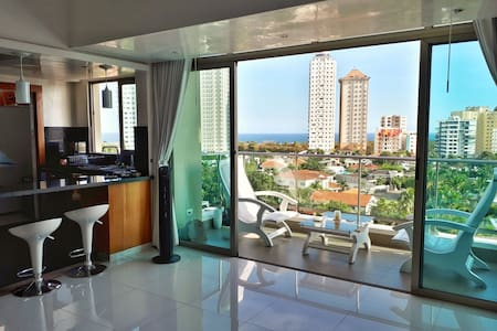 Modern apartment, Ocean and Park View, S. Domingo