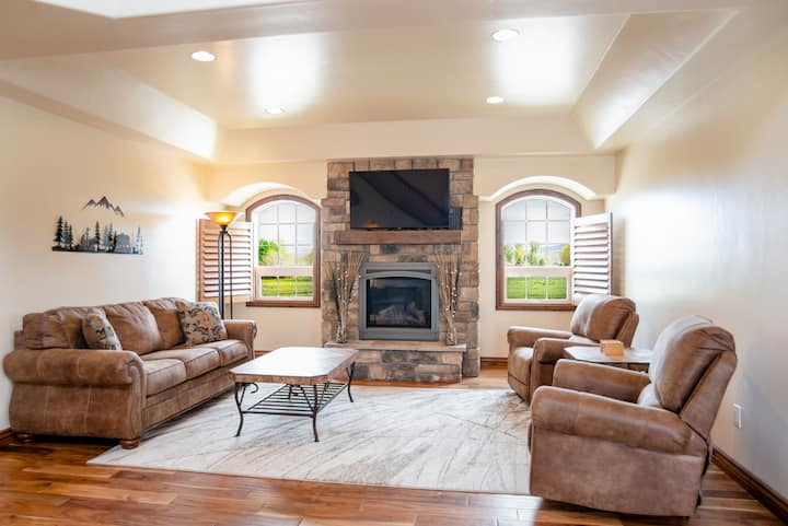 Comfy gathering place for friends or family!
