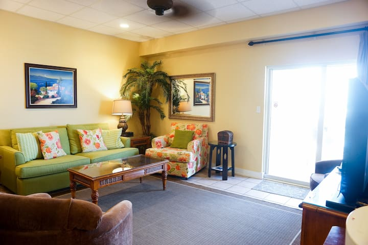 Available 4 the holidays! Gulfside, Gated, Hot tub