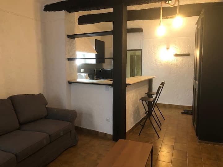 Studio au centre d'Ollioules, village provençal