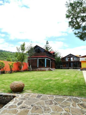 Cabañas Mitziquareni-La casa de los abuelos