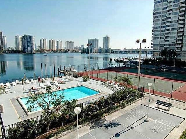 WELCOME!!! CLEAN ROOM AVAILABLE IN MIAMI - Aventura - Διαμέρισμα