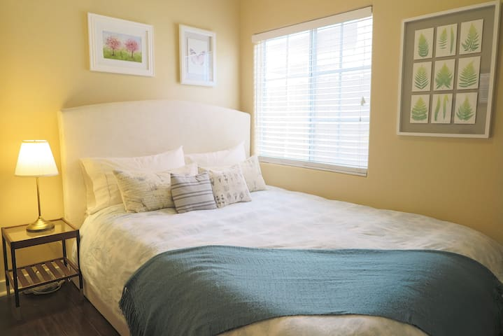 Private 2BD Guest Rooms with Private Bath&Parking