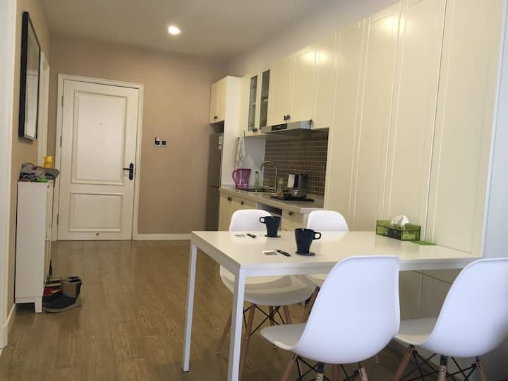 崇礼蓝鲸奥雪桦庭公寓南向两居室  距富龙滑雪场步行10分钟