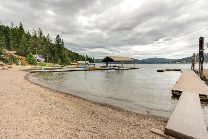 Waterfront cabin w/ large deck, fishing dock, & private beach