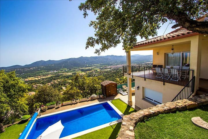 Tranquil Costa Brava paradise for 8-9 guests, only 6km from the breathtaking beaches - Costa Brava - 別荘