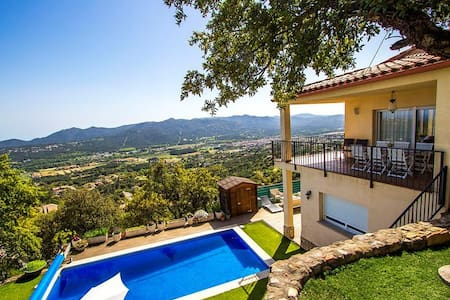 Tranquil Costa Brava paradise for 8-9 guests, only 6km from the breathtaking beaches - Costa Brava - Villa