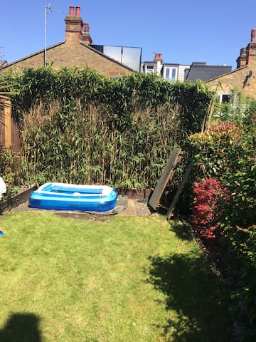 Cosy large 1 bed flat with garden in Tooting Bec .