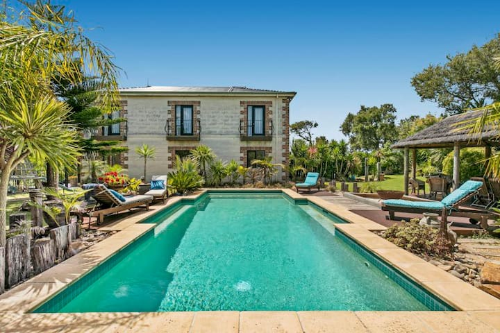 "St Andrews Beach Retreat ""Poolview"""
