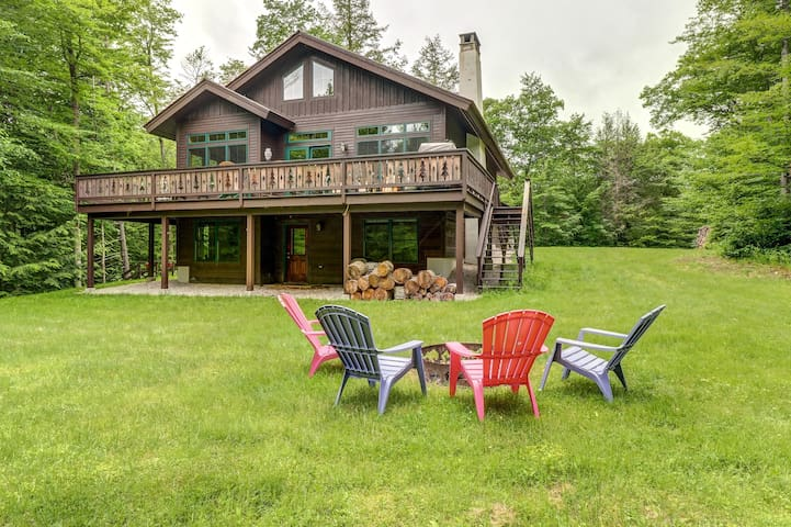 Lovely home w/ deck, firepit, pond access & forest views - near Killington/Okemo