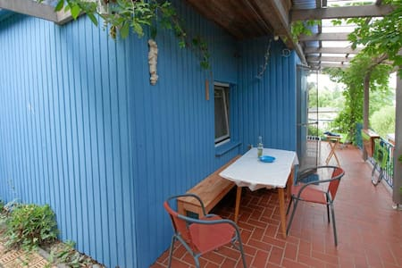 Blue cottage on the lake for 4 persons