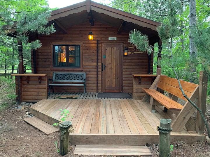 Honey Bear Hideaway-cabin in the heart of Hayward