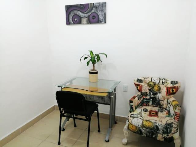 Única Habitación individual, con estudio y baño