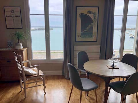 Cozy apartment with harbor views