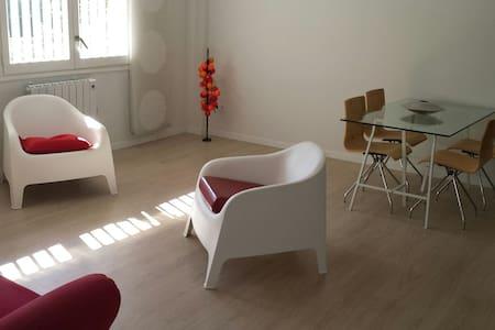 Cosy bright Apt. 7min CAMP NOU+WIFI - Esplugues de Llobregat - 아파트