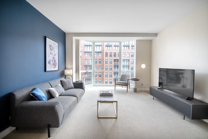 Lux Penn Quarter 1BR w/ Gym, Pool, Doorman, nr. Metro, by Blueground