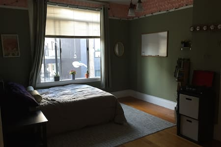 Colorful apartment with back patio - San Francisco - Apartment