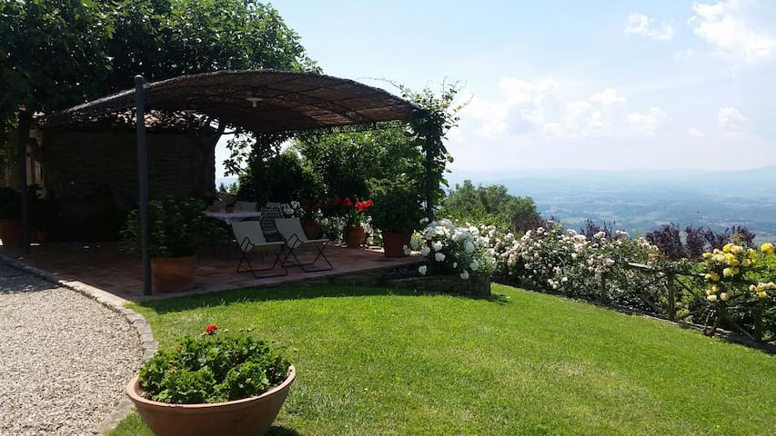 Tuscany in a small, old Panoramic Hunting House - Loro Ciuffenna - Leilighet