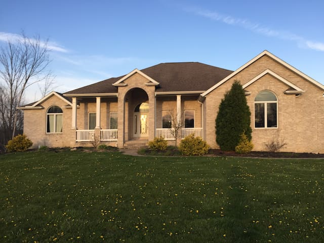 Georgeous home secluded on 28 acres - North Royalton
