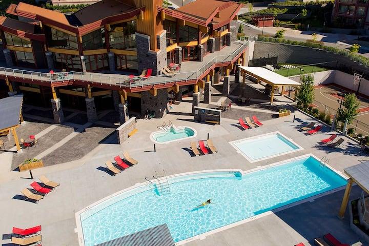 Luxury LakeView 2bed Condo - King, Pool, Gym, Ski