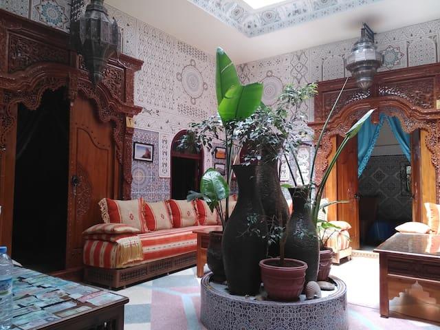 riad bab berdaine. Maison d'hôtes à Meknès