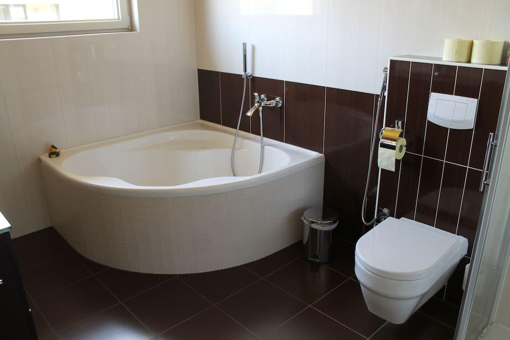 Badewanne (1. Stock, Mitbenutzung durch andere Airbnb Person möglich)