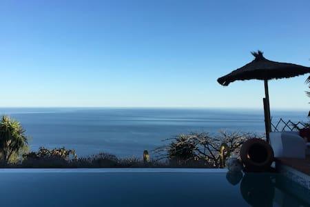 Villa Hermosa Colina in Tropical Paradise