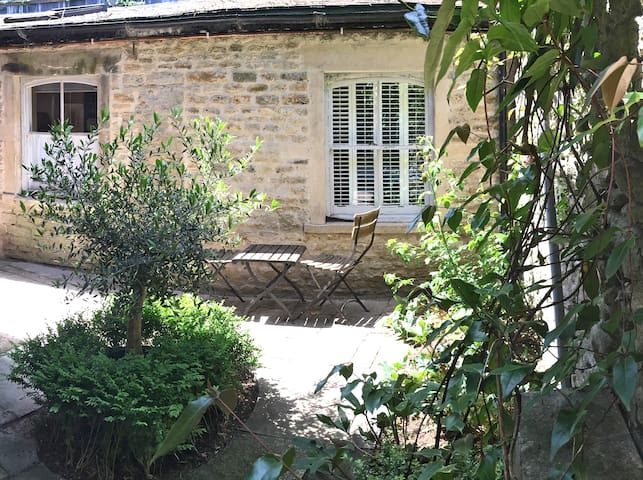 Idyllic period cottage in the heart of Frome