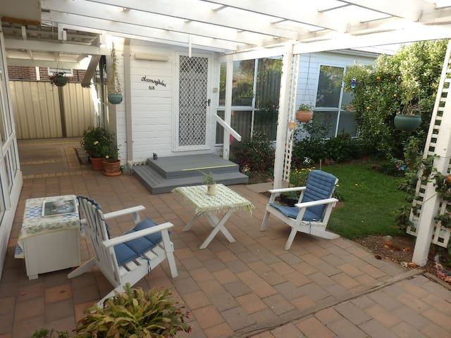 A quiet private self-contained unit - Werribee - Chalet