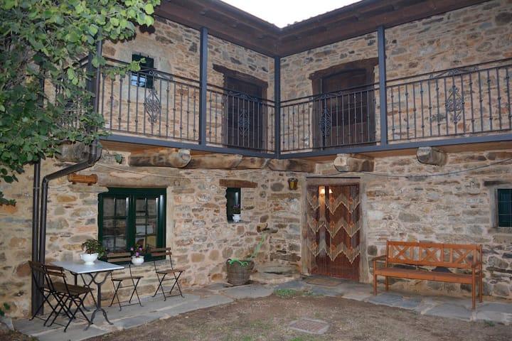 La Casa de Rosa: Casa Rural en Filiel, León.