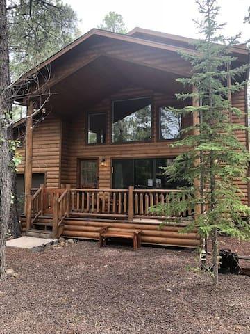 Beautiful 3 BR 3 Bath Pinetop Cabin Retreat