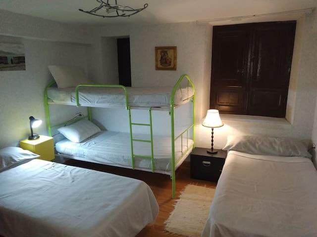 Habitacion hasta 5 personas 23 euros por persona