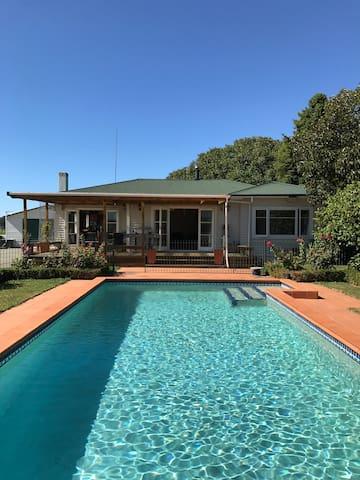 Entertainer's Dream / Family Retreat - Napier - Huis