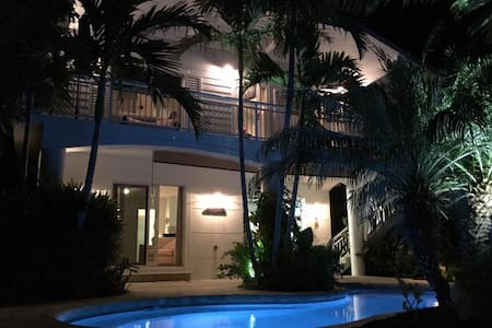 Beautiful canal front house with pool and docking - Tavernier