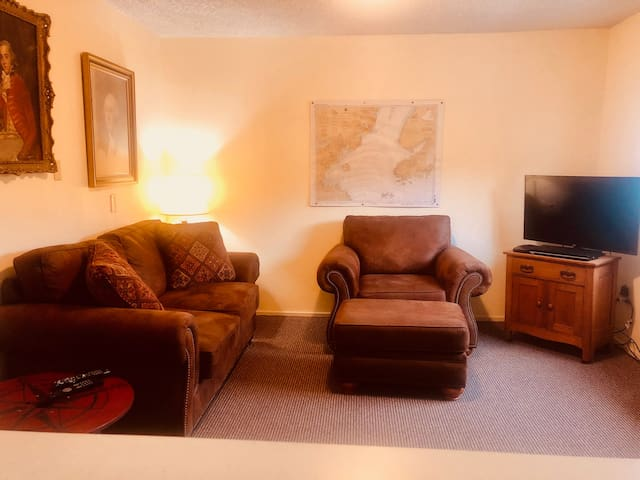 Modest Woodside Suite #8 in Downtown Homer