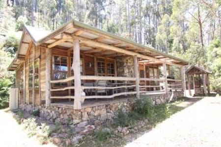 Briagolong High Country Log Cabin - Woolenook