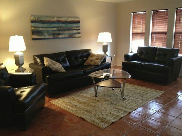 Upscale North McAllen Home - Pharr - Leilighet