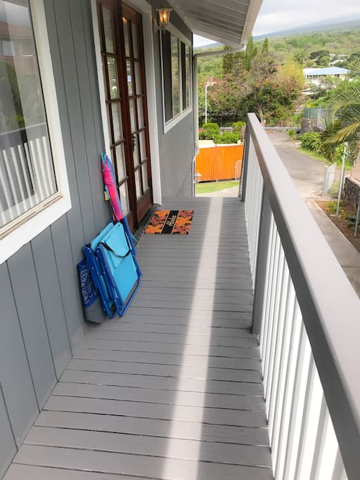 Private entry to upstairs and on site parking with beach gear waiting for you!